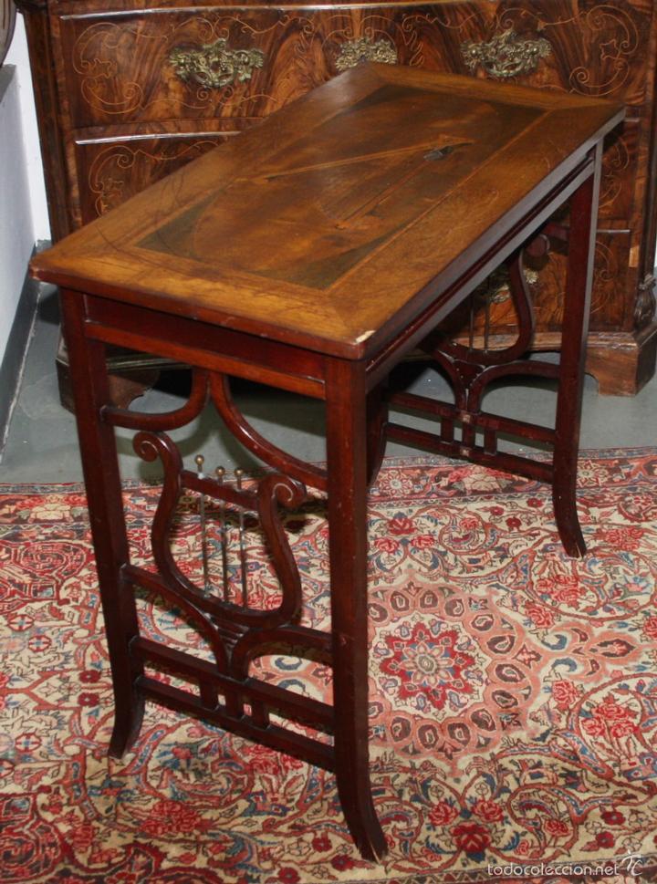 Mesa auxiliar en madera de caoba con marqueter comprar for Muebles auxiliares clasicos madera