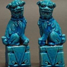 Antigüedades: PAREJA FURIAS FOO CERÁMICA AZUL CHINA S XX. Lote 60779611