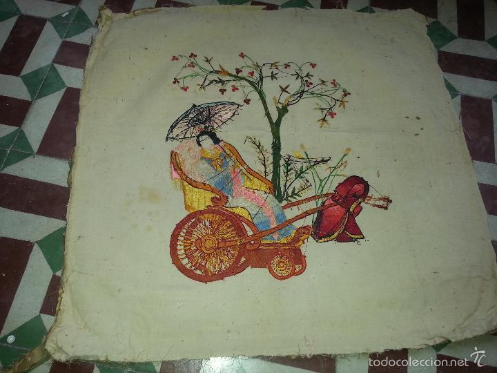 Antigüedades: MUY ANTIGUO COJIN BORDADO A MANO Y PINTADO OLEO FILIPINO CHINO ORIENTAL JAPONES MANTON MANILA ? - Foto 2 - 60797463