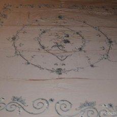 Antigüedades: BORDADA A MANO EN SEDA . Lote 60890471