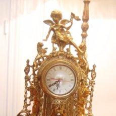 Antigüedades: RELOJ DE BRONCE Y CANDELABROS CON ÁNGELES A JUEGO. Lote 60902699