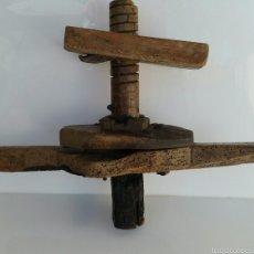 Antigüedades: ANTIGUA PRENSA POSIBLEMENTE VINO. CON TORNILLO SINFIN. Lote 60939759