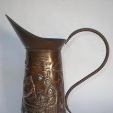 Antigüedades: JARRA DE COBRE CON MOTIVOS GRABADOS EN RELIEVE, 28 CM. ALTO X 13 CM. ANCHO. Lote 60958719