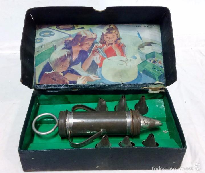 Antigua Caja Juguete Con Jeringa Y 14 Boquillas Metalicas Para Adornar Pasteles Etc