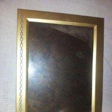 Antigüedades: PORTAFOTOS CON MARCO DE ALUMINIO LACADO EN DORADO -MIDE 20X14,8 CM. Lote 61078431