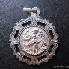 Antigüedades: MEDALLA RELIGIOSA ANTIGUA SANTO ANGEL DE LA GUARDA PLATA CINCELADA. Lote 61166331