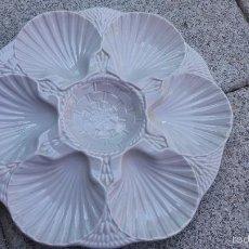 Antigüedades: BANDEJA CERAMICA DECORADA DE CONCHAS THOUS. Lote 61187099