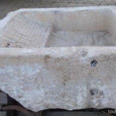 Antigüedades: PILA DE PIEDRA ANTIGÜA -S. XVIII-, CON RESTREGADERA. DIM.- 102X84 CMS Y 50 CMS DE ALTO.. Lote 61190775