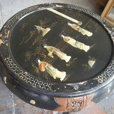 Antigüedades: ANTIGUA MESA BAJA, CHINA, REDONDA CON INCRUSTACIONES. PRECIO 650€. Lote 61196345