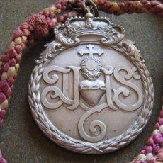 Antigüedades: SEMANA SANTA SEVILLA - MEDALLA CON CORDON EN ALUMINIO DE LA HERMANDAD DE LAS SIETE PALABRAS. Lote 61318115