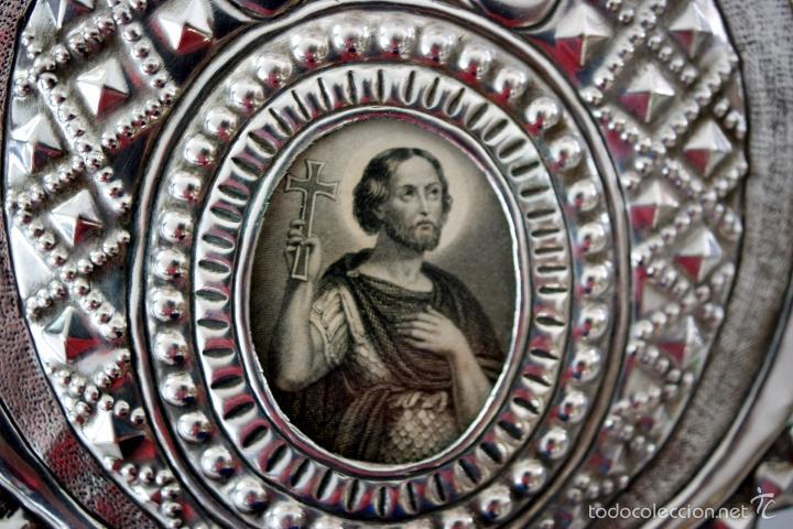 Antigüedades: BENDITERA DE PLATA REPUJADA Y RELICARIO CENTRAL - S. XIX - Foto 12 - 61319139