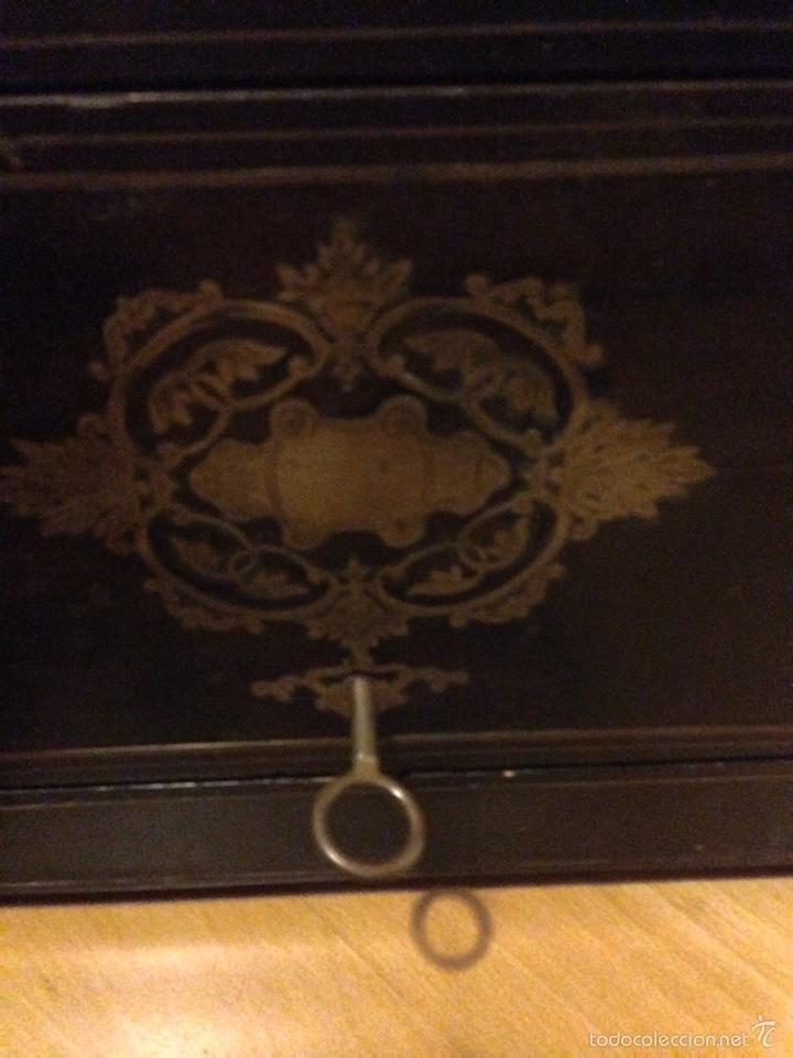 Antigüedades: Licorera francesa napoleon III con marquetería de laton - Foto 16 - 61358620