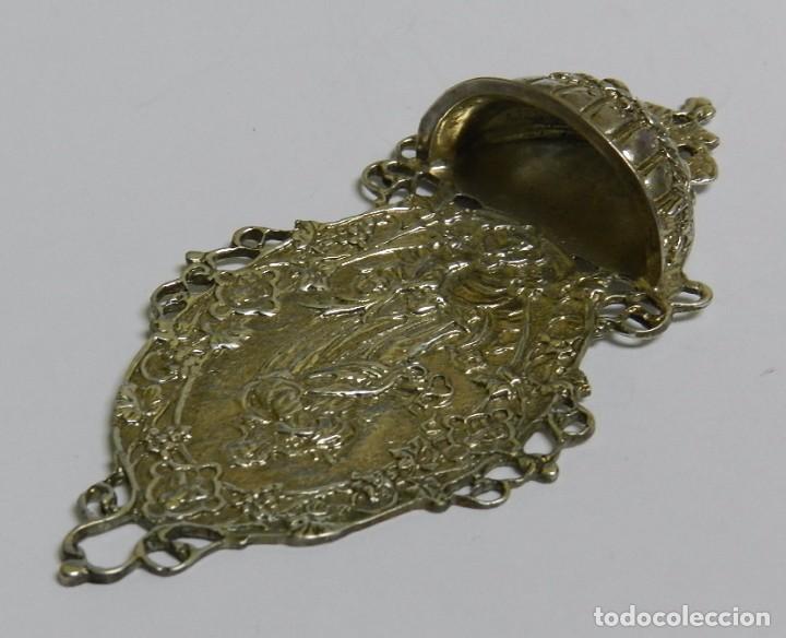 Antigüedades: Antigua Benditera en plata maciza. Mide 11,5 cms de altura x 5,5 cms de anchura. Una preciosidad, v - Foto 2 - 61384279
