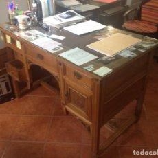 Antigüedades: MESA DE DESPACHO ANTIGUA TALLADA. Lote 61392059
