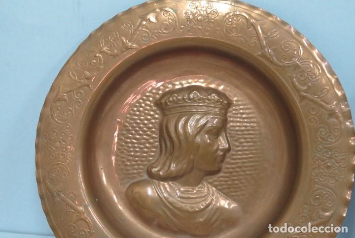 Antigüedades: PAREJA DE PLATOS DE COBRE CON LOS RETRATOS DE LOS REYES CATOLICOS. ISABEL Y FERNANDO - Foto 3 - 61430635