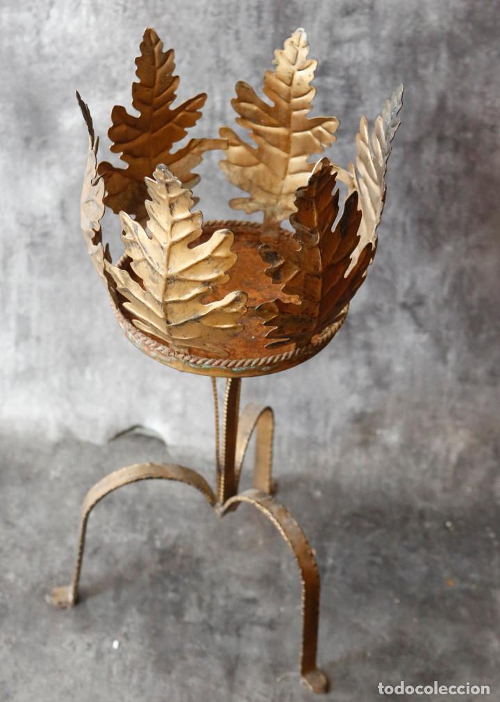 Macetero de forja con pie con forma de hojas comprar - Maceteros de pie ...