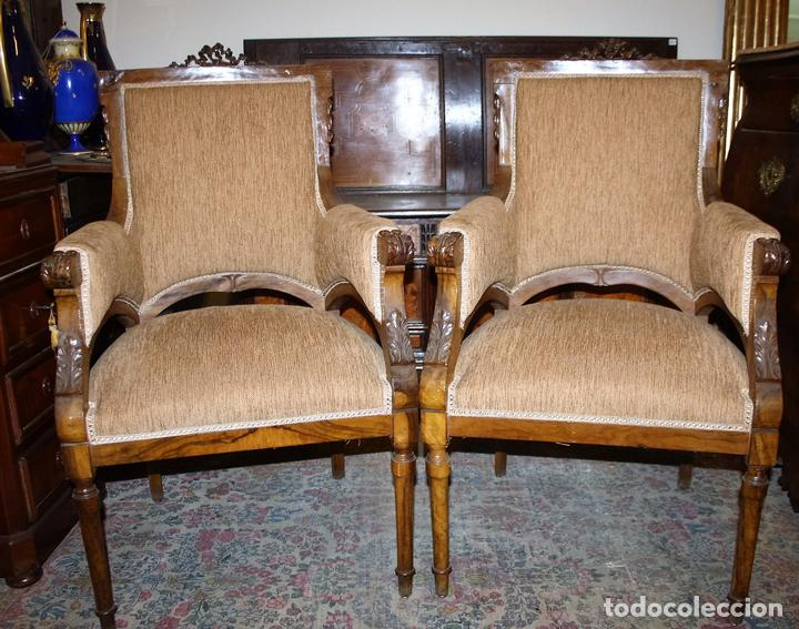Pareja de sillones en madera de olivo estilo l comprar for Sillones de estilo
