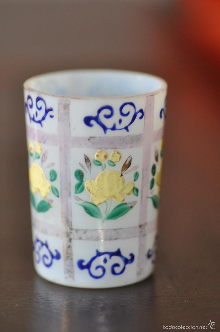 VASO DE CRISTAL DE LA GRANJA , PINTADO A MANO 6,5 X 4,6 CM. (Antigüedades - Cristal y Vidrio - La Granja)