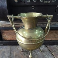 Antigüedades: RECIPIENTE EN LATON CON ASAS . Lote 61507663