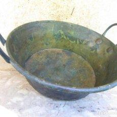 Antigüedades: CALDERO, VASIJA DE COBRE GRANDE CON DOBLE ASA DE HIERRO. MUY ANTIGUA. Lote 61542044
