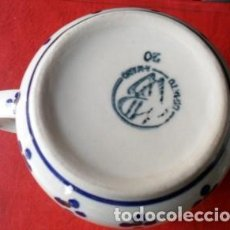 Antigüedades: TAZA CON MOTIVOS FLORALES, PINTADA A MANO. Lote 61544200