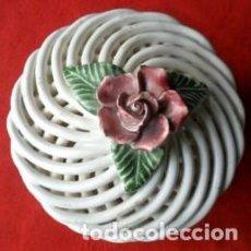 Antigüedades: JOYERO CERÁMICA TRENZADA DE MANISES. Lote 61544392