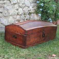 Antigüedades: BAÚL DE VIAJE EN MADERA DE PINO Y CHOPO. CIRCA 1850. RESTAURADO.. Lote 61555052