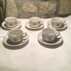 Antigüedades: ANTIGUO JUEGO DE CAFÉ / VAJILLA DE PORCELANA CON BONITO DIBUJO FLORAL Y FILO COLOR PLATA . Lote 61627680