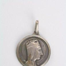 Antigüedades: ANTIGUA MEDALLA RELIGIOSA DE PLATA - VIRGEN DE MONTSERRAT Y SAGRADO CORAZÓN - DIÁMETRO 16 MM. Lote 61720236