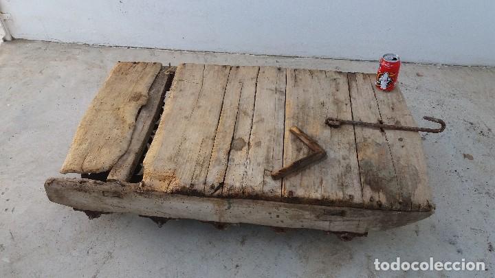 Antigüedades: Antiguo TRILLO de madera y rodillos de hierro trillar - Foto 3 - 61799824
