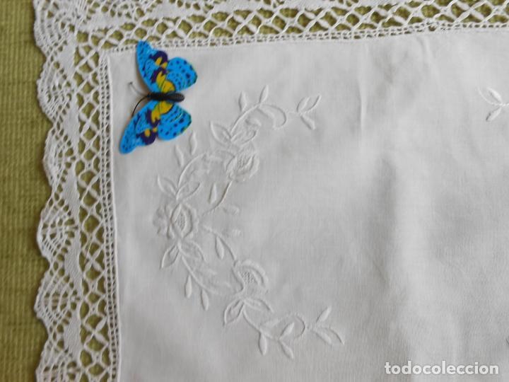 Antigüedades: Antiqua Tapete bordado y bolillo a mano.Hilo Algodon blanco.30 x 45 cm. .Nuevo - Foto 4 - 174013988