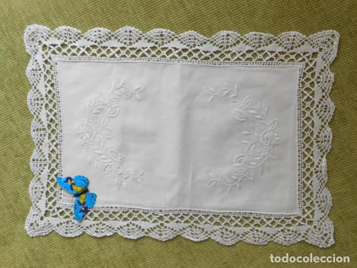 Antigüedades: Antiqua Tapete bordado y bolillo a mano.Hilo Algodon blanco.30 x 45 cm. .Nuevo - Foto 6 - 174013988