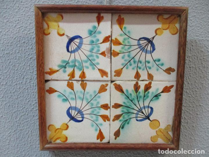 Antigüedades: Antiguo Plafón - 4 Azulejos - Cerámica Catalana Policromada - con Marco - Finales S. XVIII - Foto 8 - 61870056