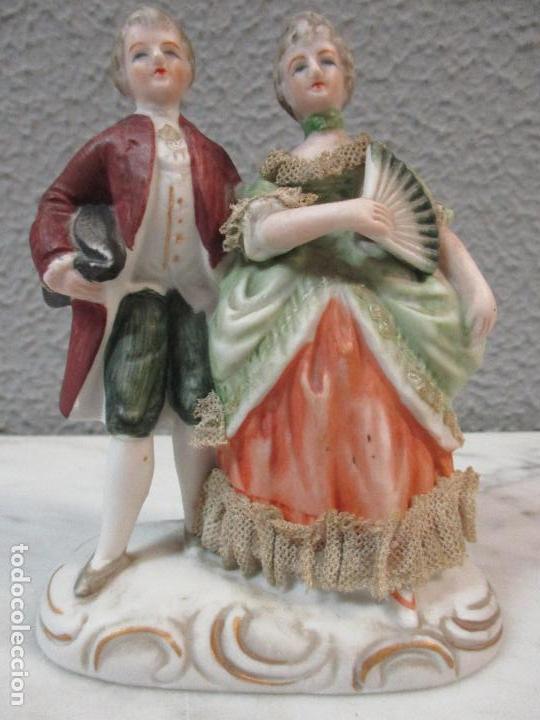 Antigüedades: Bonita Figura Antigua - Isabelina - Porcelana de Biscuit, Policromada - Pareja Romantica - S. XIX - Foto 2 - 61871200