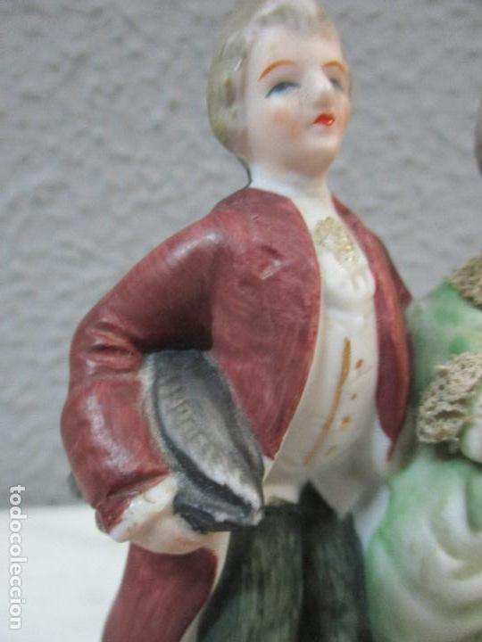 Antigüedades: Bonita Figura Antigua - Isabelina - Porcelana de Biscuit, Policromada - Pareja Romantica - S. XIX - Foto 5 - 61871200