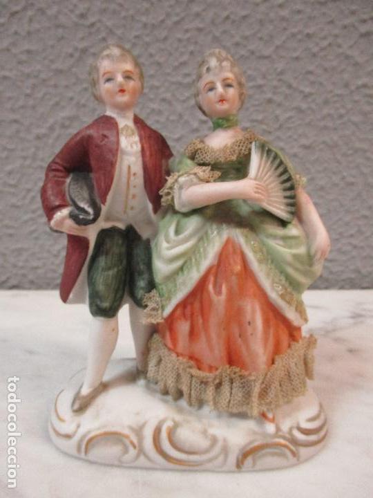 Antigüedades: Bonita Figura Antigua - Isabelina - Porcelana de Biscuit, Policromada - Pareja Romantica - S. XIX - Foto 10 - 61871200