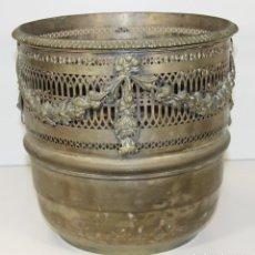 Antigüedades: ANTIGUA JARDINERA EN LATÓN. ESPAÑA. MEDIADOS DEL SIGLO XX. . Lote 61888816