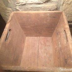 Antigüedades: ANTIGUA MEDIDA DE GRANO CUBETA DE MADERA CON ASAS AÑOS 30-40 . Lote 61945060