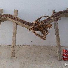 Antigüedades: YUGO O YUNTA UBIO ORCATE ANTIGUO DE MADERA Y FORJA PARA BURRO O MULO ARADO APERO LABRANZA GANADO. Lote 61961120