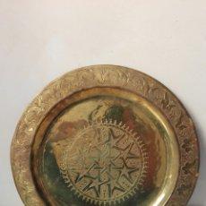 Antigüedades: ANTIGUA BANDEJA EN BRONCE. Lote 61974464