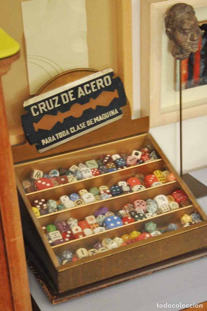 VITRINA RETRO VINTAGE MUY ANTIGUA PARA HOJAS DE AFEITAR (Antigüedades - Muebles Antiguos - Vitrinas Antiguos)