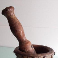 Antigüedades: ANTIGUO MORTERO - MANO DE ALMIREZ DE MADERA DECORADO. Lote 68953870