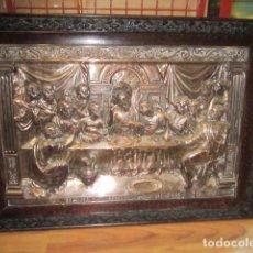 Antigüedades: PRECIOSO RELIEVE METÁLICO DE LA ÚLTIMA CENA. ENMARCADO. MEDIDA TOTAL: 102 X 73 CMS.. Lote 68637731
