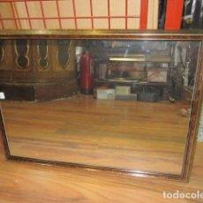Antigüedades: ESPEJO DE PARED CON MARCO DE MADERA. 71 X 51 CMS.. Lote 62053200