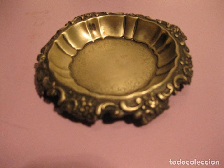Antigüedades: pequeña bandeja de metal plateado - Foto 2 - 62192504