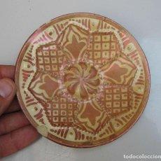 Antigüedades: PEQUEÑO PLATO ANTIGUO CERAMICA REFLEJO MANISES SOLO 12CM IDEAL COMPOSICIONES. Lote 62211744