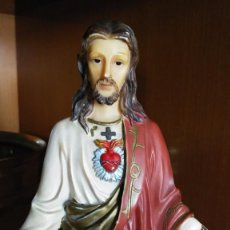 Antigüedades: SAGRADO CORAZÓN DE JESÚS RESINA MACIZA 29 CMTRS.. Lote 62250908