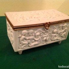 Antigüedades: ANTIGUA CAJA LIMOGES CON FIGURAS QUERUBINES. Lote 62371436