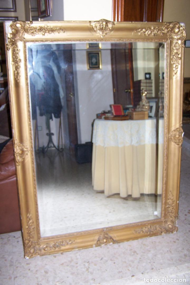 Antiguo espejo biselado con marco pintado en do comprar for Espejo marco dorado