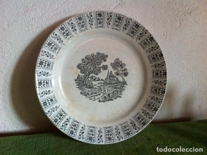 BONITO PLATO ANTIGUO LLANO DE PICKMAN DE LA CARTUJA DE SEVILLA EN TONO AZUL (Antigüedades - Porcelanas y Cerámicas - La Cartuja Pickman)